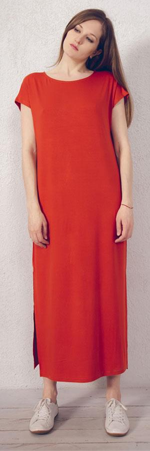 Платье домашнее Marusя, цвет: кирпичный. 171221. Размер 52171221Домашнее платье Marusя изготовлено из натурального вискозного материала. Изделие длины макси свободного кроя с короткими рукавами. По бокам модель дополнена разрезами.