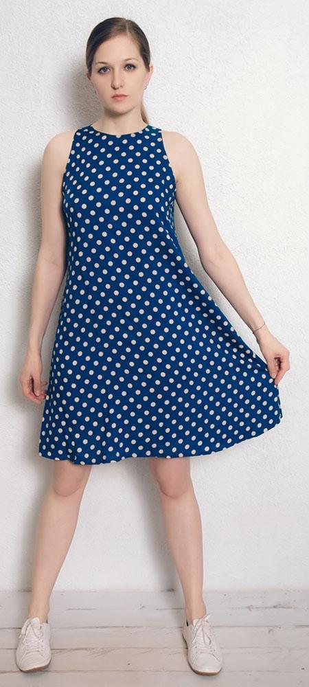 Платье домашнее Marusя, цвет: синий, горох. 171228. Размер 46171228Домашнее платье Marusя изготовлено из натурального вискозного материала. Изделие длины миди свободного кроя без рукавов.