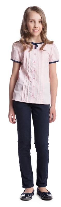 Блузка для девочки Scool, цвет: светло-розовый. 374464. Размер 128, 8 лет374464Элегантная блузка для девочки Scool изготовлена из хлопка и полиэстера. Блузка с круглым вырезом горловины и короткими рукавами-фонариками застегивается на пуговицы.Передняя часть этой модели декорирована встрочными складками по всей длине изделия. Рукава и горловина отделаны контрастной тесьмой. На воротнике тесьма завязывается на аккуратный бант.
