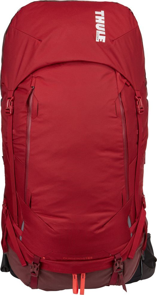 """Удобный рюкзак Thule """"Guidepost"""" отличается настраиваемой системой крепления TransHub, обеспечивающей идеальную посадку, поворачивающимся   набедренным ремнем, который позволяет рюкзаку повторять ваши движения, специальными наплечными и набедренными ремнями для женщин и крышкой,   способной трансформироваться в дополнительный рюкзак, который поможет вам покорить любую вершину.Легкая регулировка ремней для торса на 15 см обеспечивает идеальную посадку, а наплечные ремни QuickFit позволяют выбрать из один из трех вариантов длины наплечных ремней. Система крепления Transhub с алюминиевой опорой и проволочным каркасом из пружинной стали позволяют перенести вес рюкзака на бедра, обеспечивая более удобную переноску. Поворачивающийся набедренный ремень позволяет рюкзаку повторять ваши движения, обеспечивая большую естественность передвижения и улучшенный баланс. Съемная крышка трансформируется в просторный рюкзак 24 л, позволяя сочетать два рюкзака в одном. Удобный доступ к содержимому рюкзака благодаря большой J-образной застежке на молнии на боковой панели. Воздухопроницаемая задняя панель обеспечивает поддержку в главных точках   соприкосновения, но при этом позволяет воздуху циркулировать и не дает вам потеть. Два больших передних кармана на застежках-молниях предназначены   для хранения часто используемых предметов. Удобное хранение трекинговых палок или ледоруба при помощи двух петель-креплений. Два кармана на   набедренном ремне с застежками-молниями и эластичные боковые карманы позволяют хранить бутылки, еду и другие мелкие предметы. Конструкция,   предназначенная для хранения воды, включает внешний карман для бутылки с водой и обеспечивает удобный доступ к ней.  Что взять с собой в поход?. Статья OZON Гид"""