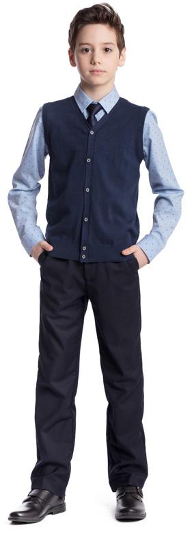 Рубашка для мальчика Scool, цвет: голубой, черный. 373436. Размер 158, 13 лет373436Рубашка для мальчика Scool изготовлена из хлопка и полиэстера. Лекало этой модели полностью повторяет лекало модели для взрослого мужчины. Рубашка с отложным воротником и длинными рукавами застегивается на пуговицы. На груди расположен накладной карман. На рукавах предусмотрены манжеты с застежками-пуговицами. Модель хорошо сочетается с костюмом в деловом стиле и джинсами.