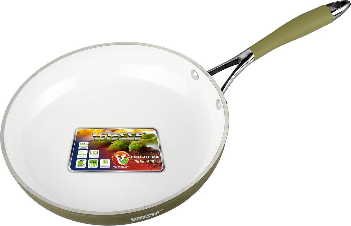 Сковорода Vitesse Jewelry Gold, с керамическим покрытием, цвет: серебристый. Диаметр 20 см. VS-2500VS-2500Сковорода Vitesse Jewelry Gold изготовлена из высококачественного литого алюминия, что обеспечивает равномерное нагревание и доведение блюд до готовности. Внешнее термостойкое покрытие серебристого цвета обеспечивает легкую чистку. Внутреннее керамическое покрытие Eco-Cera белого цвета абсолютно безопасно для здоровья человека и окружающей среды, так как не содержит вредной примеси PFOA и имеет низкое содержание CO в выбросах при производстве. Керамическое покрытие обладает высокой прочностью, что позволяет готовить при температуре до 450°С и использовать металлические лопатки. Кроме того, с таким покрытием пища не пригорает и не прилипает к стенкам. Готовить можно с минимальным количеством подсолнечного масла. Сковорода оснащена удобной ручкой из нержавеющей стали с силиконовым покрытием. Способ крепления -на заклепках.Можно использовать на газовых, электрических, стеклокерамических, галогенных, чугунных конфорках. Можно мыть в посудомоечной машине. Характеристики:Материал: алюминий, силикон. Цвет: серебристый, белый. Диаметр: 20 см. Высота стенки: 5 см. Толщина стенки: 2,5 мм. Толщина дна: 5 мм. Длина ручки: 18 см. Диаметр дна: 13,5 см.