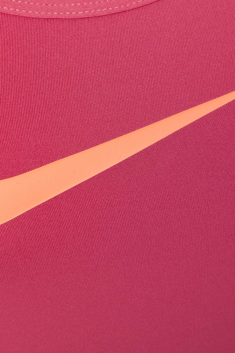 Женская спортивная майка Nike Pro Cool Tank сочетает в себе необходимые во время активных тренировок качества. Технология Dri -FIT с влагоотводящими свойствами поддерживает тело сухим и гарантирует комфорт. Модель имеет приталенный силуэт, что замечательно для наслоения или ношения соло. Мелкая перфорация на спинке и плечах позволяет сохранять прохладу во время повышенных нагрузок на тренировках. Майка с круглым вырезом горловины оформлена логотипом Nike на груди. Плоские швы не натирают и не раздражают кожу. Спинка удлинена с закругленным краем. Это прекрасный вариант для занятий спортом как на улице, так и в помещении.