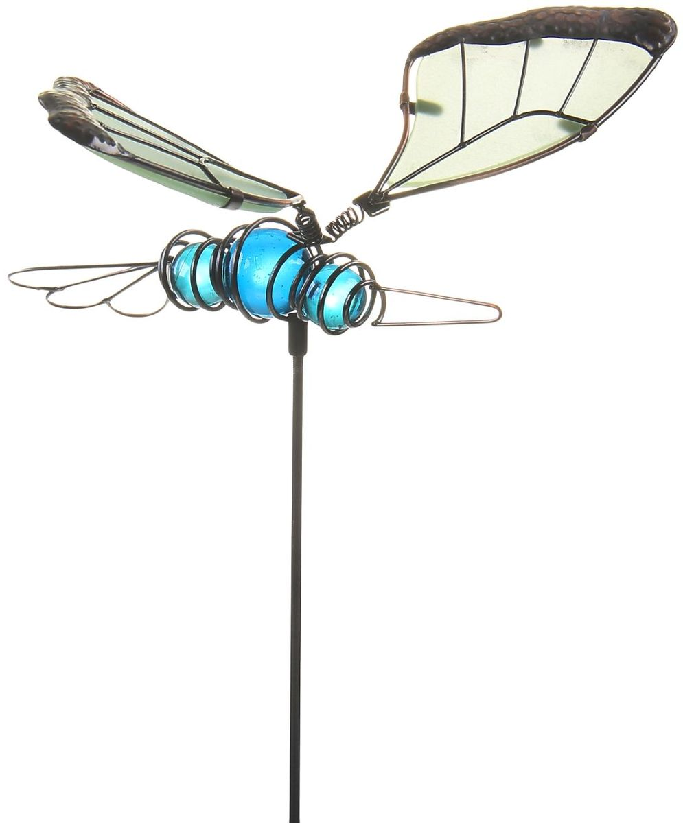 Украшение декоративное садовое Бабочка, светящееся в темноте, цвет: черный, голубой, высота 52 см1003654Декоративное садовое украшение-штекер Бабочка, светящееся в темноте, изготовленное из металла и украшенное пластиковыми бусинами, заставит вас поверить в сказку!Разместите его у клумбы, у калитки или у дома: изящная светящаяся в темноте декоративная фигура на металлическом стержне добавит изюминку вашему дачному участку! Сияние достигается путем применения специальной технологии, на одном из этапов которой на изделие наносится флуоресцентная пудра, впитывающая солнечный свет. Именно за счет этого вечером начинается волшебство: фигурка светится и восхищает всех окружающих! Прочный металл продлит срок службы изделия и будет радовать вас своей надежностью и долговечностью. Пастельный окрас подчеркнет ваш изящный вкус. Не упустите возможность сделать окружающее вас пространство лучше! Размер: 19 х 13 х 52 см.