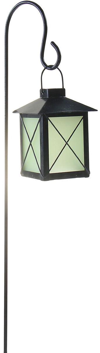 Украшение декоративное садовое Фонарик, светящееся в темноте, цвет: черный, 8 х 8 х 70 см1003655Декоративное садовое украшение - штекер Лягушка, светящееся в темноте, изготовленное из металла и пластика заставит вас поверить в сказку!Разместите его у клумбы, у калитки или у дома: изящная светящаяся в темноте декоративная фигура на металлическом стержне добавит изюминку вашему дачному участку! Сияние достигается путем применения специальной технологии, на одном из этапов которой на изделие наносится флуоресцентная пудра, впитывающая солнечный свет. Именно за счет этого вечером начинается волшебство: фигурка светится и восхищает всех окружающих! Прочный металл продлит срок службы изделия и будет радовать вас своей надежностью и долговечностью. Пастельный окрас подчеркнет ваш изящный вкус. Не упустите возможность сделать окружающее вас пространство лучше! Размер: 8 х 8 х 70 см.