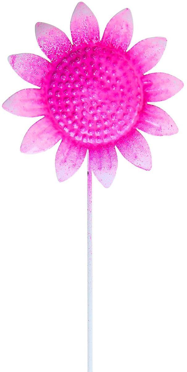 Украшение декоративное садовое Розовый подсолнух, цвет: розовый, 9 х 9 х 35 см1004172Декоративное садовое украшение Розовый подсолнух изготовлено из металла и представляет собой палочку с фигуркой цветка наверху. Декоративная садовая фигурка внесет завершающий штрих при создании ландшафтного дизайна дачного или приусадебного участка. Она позволит создать правдоподобную декорацию и почувствовать себя среди живой природы. Кроме этого, веселая и незатейливая, она поднимет настроение вам, вашим друзьям и родным. Размер: 9 х 9 х 35 см.