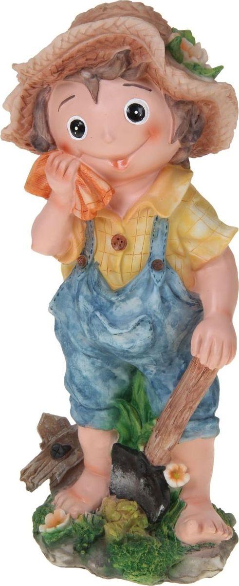 Фигура садовая Мальчик с платочком, 44 х 23 х 17 см1010314Сад — гордость дачника. Сделайте любимый участок еще наряднее! Украсьте его оригинальной фигуркой из долговечного материала. Она обновит привычный ландшафт и сделает его неповторимым. Фигурку можно использовать не только в качестве декора садового участка, но и в качестве сувенира для дома. Эффектно украсьте прихожую, чтобы приятно удивить гостей, или сделайте уютнее зеленый уголок, дополнив его этой скульптурой.