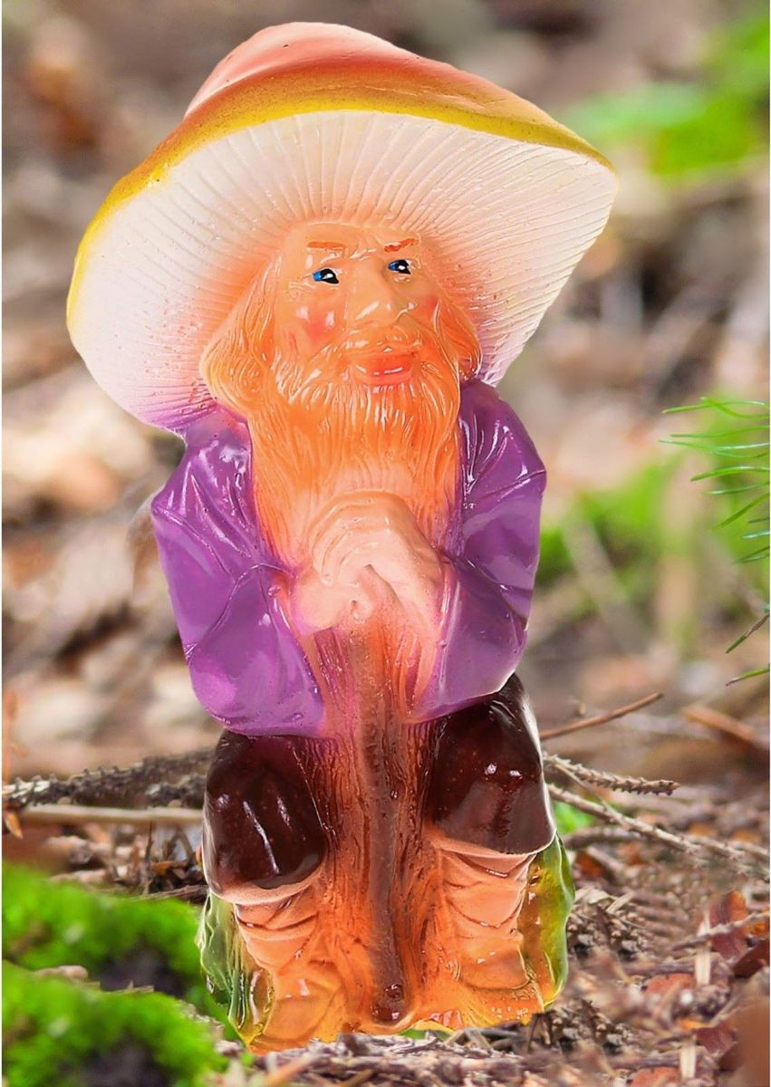 Фигура садовая Гном-лесовик в коричневых штанах, 12 х 15 х 30 см1065330Сделайте свой сад неповторимым. Фигура создаст особое настроение и привлечёт внимание гостей. Почувствуйте себя ландшафтным дизайнером. Хотите сделать акцент на выращенной с любовью цветочной клумбе? Тогда расположите садовую фигуру рядом с ней. А если желаете приятно удивить гостей, поставьте её прямо у входа - рядом с калиткой. Такая фигура скроет неприглядные детали сада, например, торчащую трубу. Садовый декор из гипса экологичен, лёгок и долговечен. Это прекрасный подарок заядлому садоводу. Украшайте сад оригинально.