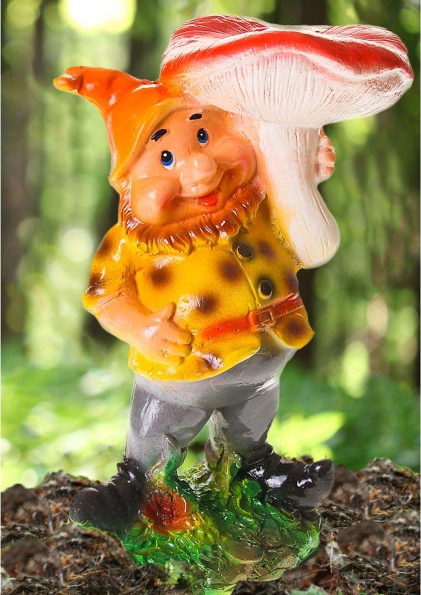Фигура садовая Гном под грибом в оранжевом колпаке, 11 х 15 х 30 см1065354Очаровательная фигурка Гном под грибом в оранжевом колпаке украсит сад. Расположите его на своем садовом участке и приятно удивите прогуливающихся в саду гостей. Симпатичная фигурка станет прекрасным подарком заядлому садоводу. Такой декор будет гармонично смотреться в огородах и на участках с обилием зелени. Дополните пространство сада интересной деталью.