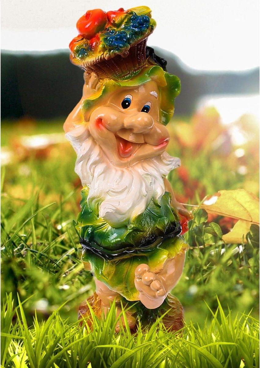 Фигура садовая Гном с корзиной фруктов в зеленой одежде, 17 х 18 х 50 см1078323