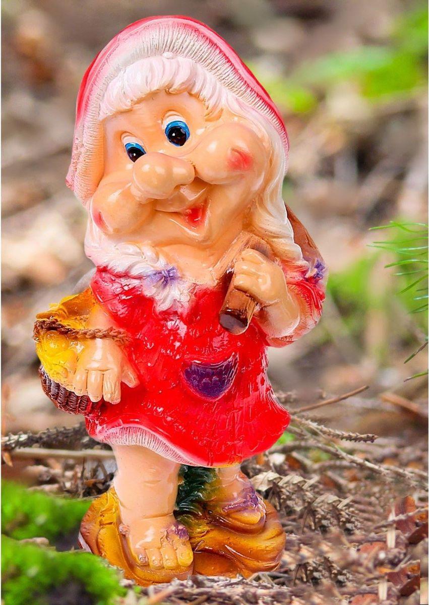 Фигура садовая Гномиха с корзинкой в красном платье, 15 х 20 х 40 см1078331