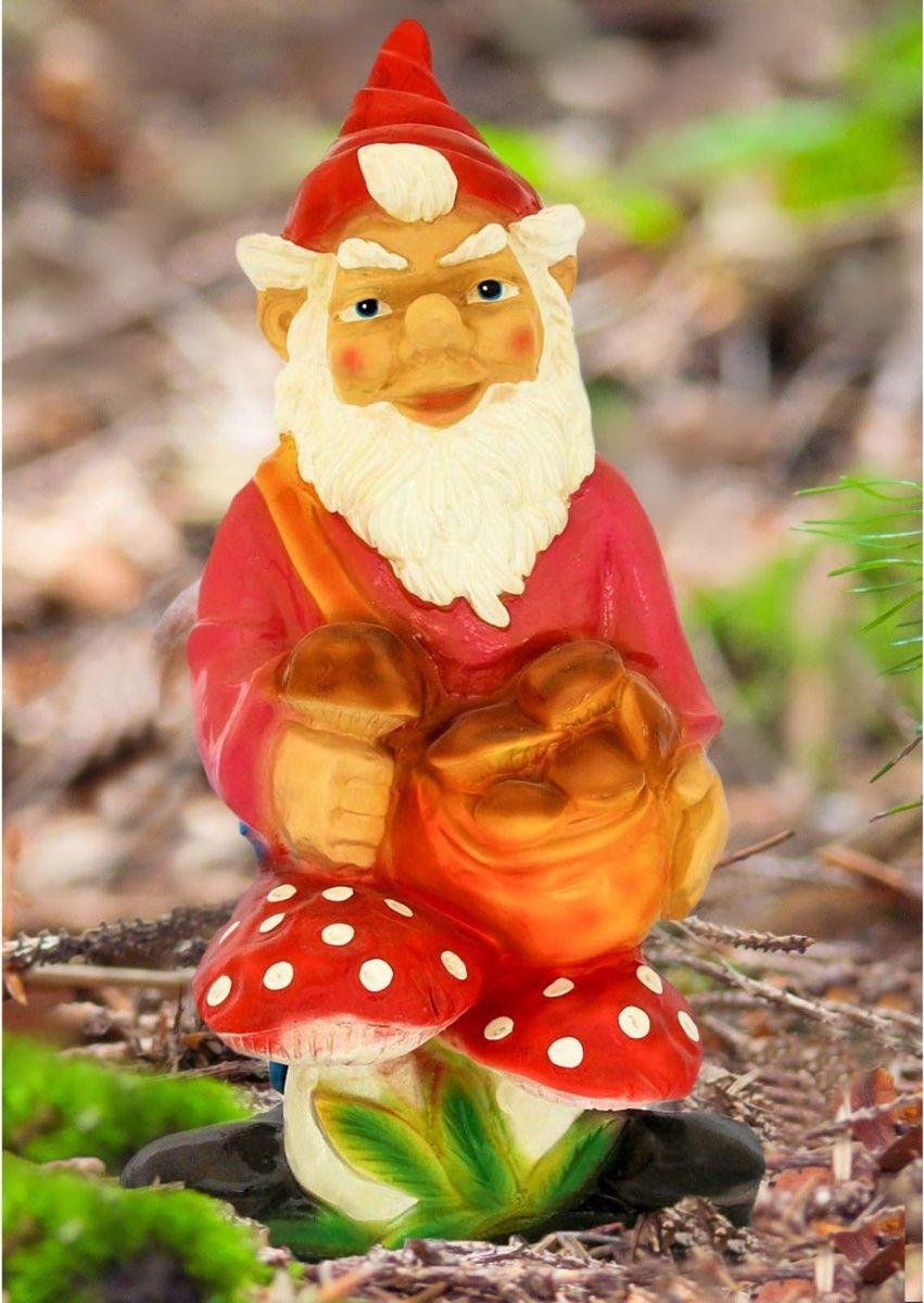 Фигура садовая Гном с грибами в красном колпаке, 27 х 35 х 69 см1116692Забавная фигура оживит сад или огород. Яркий декор придаст окружающему пространству задорности. Такой аксессуар будет охранять урожай и приносить удачу. Удивите гостей и порадуйте близких — поселите у себя на дачном участке веселого жильца.