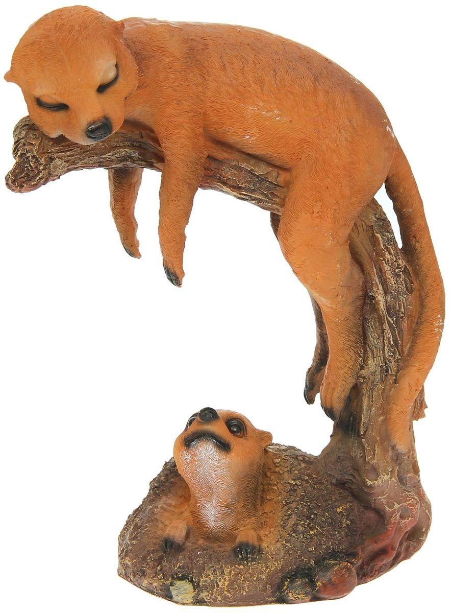 Фигура садовая Сурикат на ветке, 14 х 26 х 34 см1134689Создайте настроение в любимом саду: украсьте его оригинальным декором. Представители фауны разнообразят ландшафт. Гармоничнее всего фигуры будут смотреться в местах природного обитания: например, белочки — вблизи деревьев, а лягушки — у водоёмов. Сделайте свой сад неповторимым. Разрабатывайте собственный дизайн и расставляйте акценты. Хотите привлечь внимание к клумбе? Поставьте садовую фигуру рядом с ней. А расположенная прямо у калитки, она будет приятно удивлять гостей. Такой декор легко замаскирует неприглядные детали на участке? Садовая фигура из полистоуна (искусственного камня) — оптимальное решение для уличных условий. Этот материал не выцветает на солнце, даже если находится под воздействием ультрафиолета круглый год. Искусственный камень имеет низкую пористость, поэтому ему не страшна влага и на нём не появятся трещины? Садовая фигура будет хранить красоту сада долгие годы.