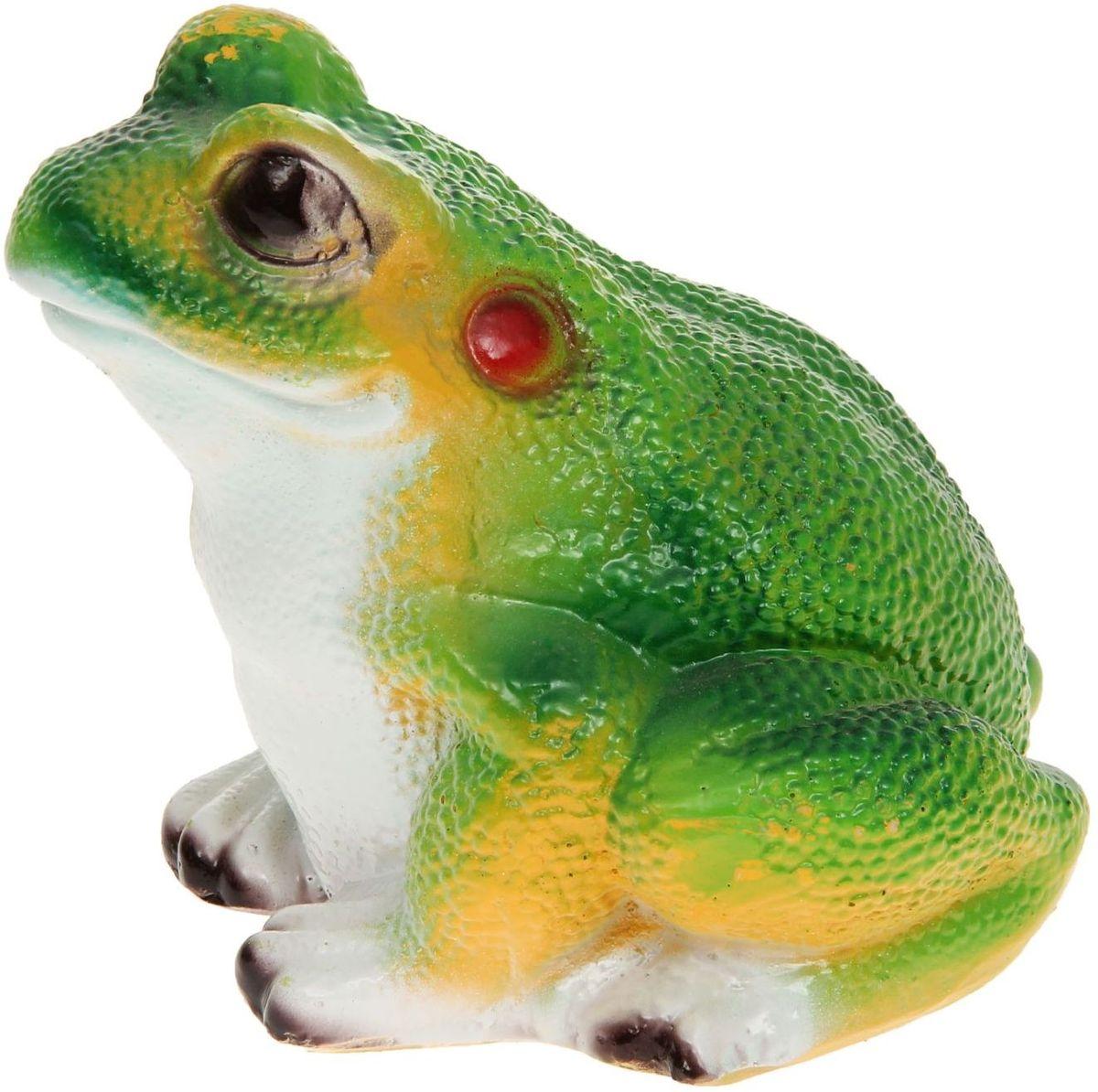 Фигура садовая Лягушонок, 15 х 15 х 18 см1145116Забавные лягушки добавят новые краски в ландшафт сада. Красочная садовая фигура легко расставит нужные акценты: приманит взор к водоему или привлечет внимание к цветочной клумбе. Гармоничнее всего лягушата сморятся в местах своего природного обитания: располагайте их рядом с водой или в траве. Садовая фигура из полистоуна (искусственного камня) — оптимальное решение для уличных условий. Этот материал не выцветает на солнце, даже если находится под воздействием ультрафиолета круглый год. Искусственный камень имеет низкую пористость, поэтому ему не страшна влага и на нем не появятся трещины. Садовая фигура будет хранить красоту сада долгие годы.