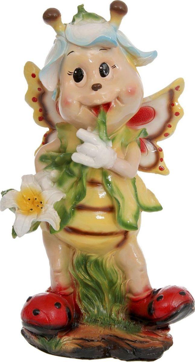 Фигура садовая Девочка-пчелка, 36 х 36 х 65 см1145990Создайте настроение в любимом саду — украсьте его оригинальным декором. Очаровательные персонажи разнообразят ландшафт. Гармоничнее всего садовые фигуры будут смотреться среди зелени. Сделайте свой сад неповторимым. Разрабатывайте собственный дизайн и расставляйте акценты. Хотите привлечь внимание к клумбе? Поставьте садовую фигуру рядом с ней. А расположенная прямо у калитки, она будет приятно удивлять гостей. Садовая фигура из полистоуна (искусственного камня) — оптимальное решение для уличных условий. Этот материал не выцветает на солнце, даже если находится под воздействием ультрафиолета круглый год. Искусственный камень имеет низкую пористость, поэтому ему не страшна влага и на нём не появятся трещины? Садовая фигура будет хранить красоту сада долгие годы.