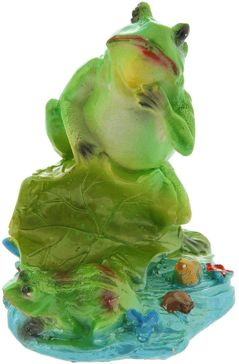 Фигура садовая Premium Gips Лягушки на лилии, 14 х 16,5 х 22 см1148477Забавные лягушата добавят новые краски в ландшафт сада. Красочная садовая фигура расставит нужные акценты: приманит взор к водоему или привлечет внимание к цветочной клумбе. Гармоничнее всего лягушки сморятся в местах своего природного обитания: располагайте их рядом с водой или в траве. Фигура из гипса экологичная, легкая и долговечная. Она сделает любимый сад неповторимым.