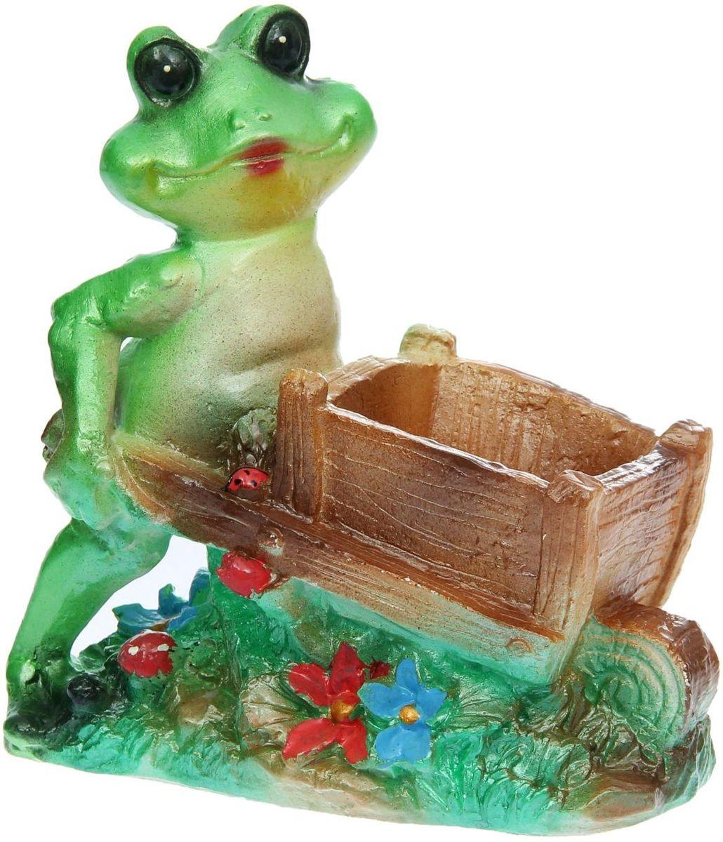 Фигура садовая Premium Gips Лягушка с телегой, 13 х 22 х 23 см1148479Фигура садовая Premium Gips Лягушка с телегой добавит новые краски в ландшафт сада, расставит нужные акценты: приманит взор к водоёму или привлечёт внимание к цветочной клумбе.Гармоничнее всего лягушки сморятся в местах своего природного обитания: располагайте их рядом с водой или в траве.Фигура из гипса экологичная, лёгкая и долговечная. Она сделает любимый сад неповторимым.