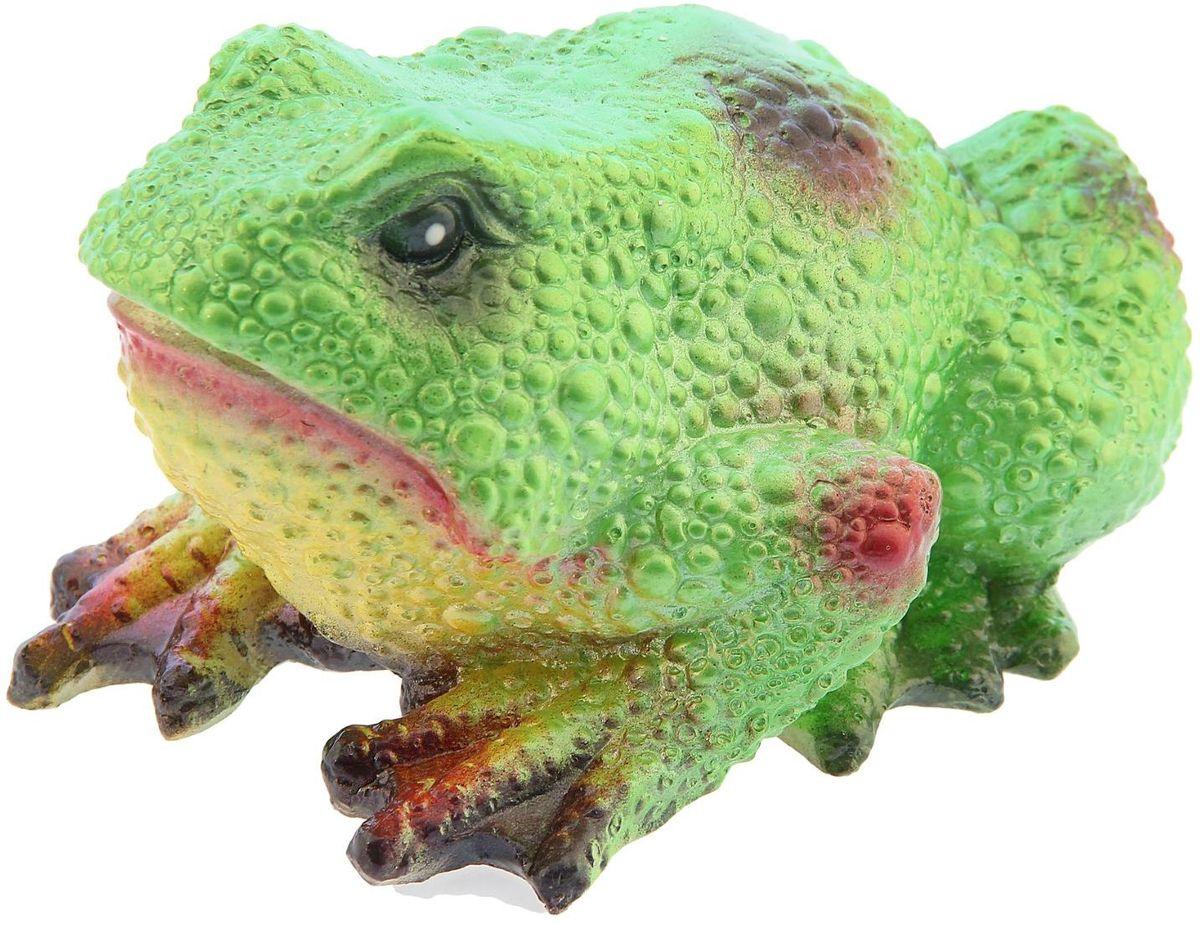 Фигура садовая Premium Gips Салатовая жаба, 20 х 14 х 12 см1148481Забавные лягушата добавят новые краски в ландшафт сада. Красочная садовая фигура расставит нужные акценты: приманит взор к водоему или привлечет внимание к цветочной клумбе.Гармоничнее всего лягушки сморятся в местах своего природного обитания: располагайте их рядом с водой или в траве. Фигура из гипса экологичная, легкая и долговечная. Она сделает любимый сад неповторимым.