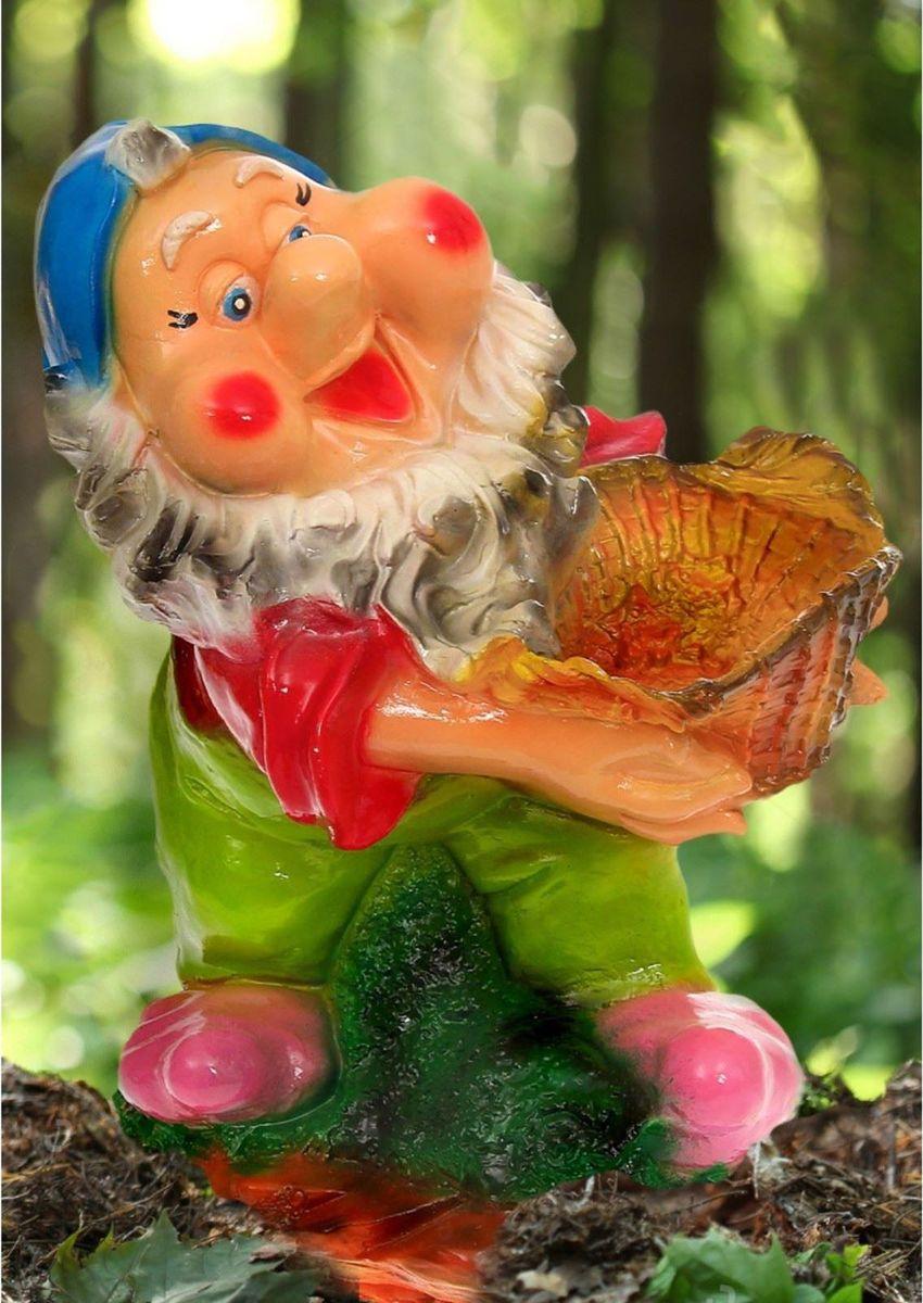 """Фото Фигура садовая """"Гном с корзиной в красном кафтане"""", 28 х 36 х 55 см"""