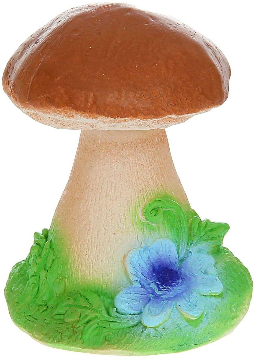 Фигура садовая Гриб с цветком на травке, 12 х 12 х 15 см1160808Очаровательные фигурки грибов украсят сад. Они выглядят совсем как настоящие. Расположите гриб под деревом или в траве и приятно удивите прогуливающихся гостей. Симпатичная фигурка станет прекрасным подарком заядлому садоводу. Такой декор будет гармонично смотреться в огородах и на участках с обилием зелени. Дополните пространство сада интересной деталью.
