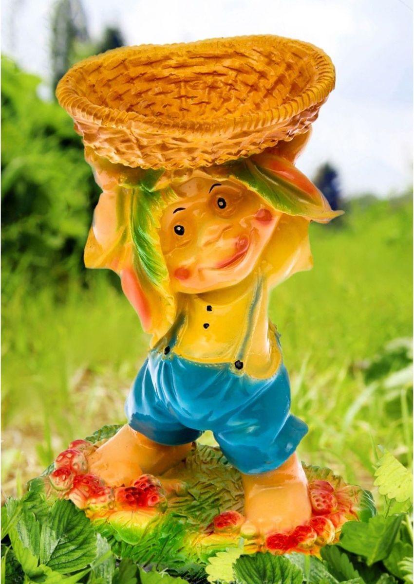 Фигура садовая Гном с корзинкой над головой, с кашпо, 16 х 24 х 36 см2122249Садовая фигура с кашпо Гном с корзинкой над головой будет охранять урожай и приносить удачу. Удивите гостей и порадуйте близких - поселите у себя на дачном участке веселого жильца.Садовая фигура изготовлена из гипса.Размер фигуры: 16 х 24 х 36 см.