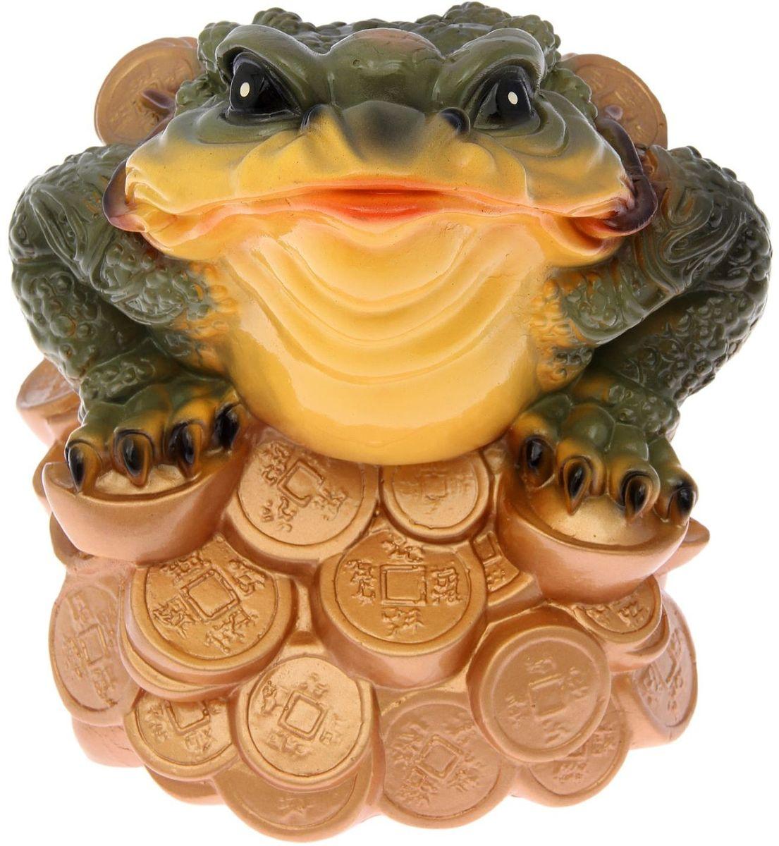 Фигура садовая Лягушка на монетах, 34 х 23 х 25 см2122259Фигура садовая Лягушка на монетах выполнена из гипса. Фигуры из гипса отличаются лёгкостью, экологичностью и долгим сроком службы. При должном уходе они будут выглядеть как новые не один сезон.Размер фигуры: 34 х 23 х 25 см.