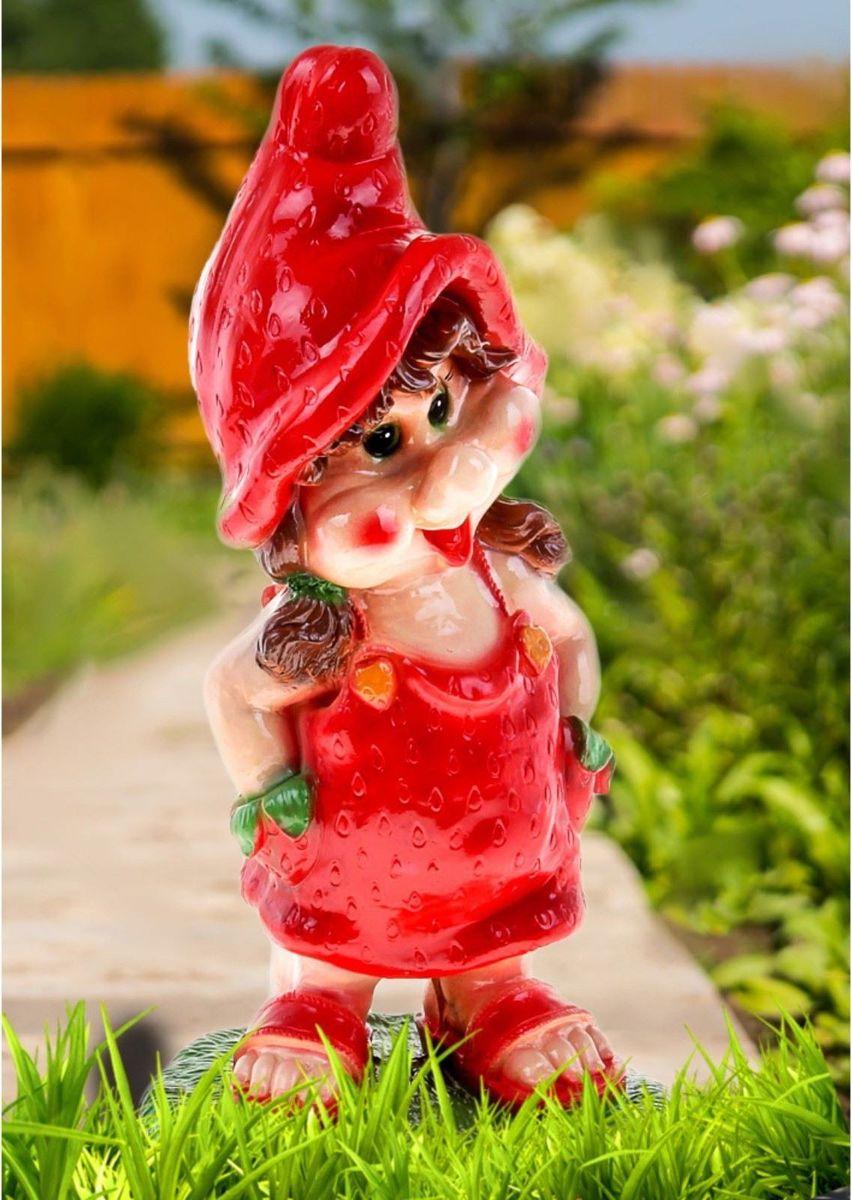 Фигура садовая Гномиха-клубничка, 23 х 27 х 58 см фигура садовая девочка клубничка 25 х 30 х 55 см
