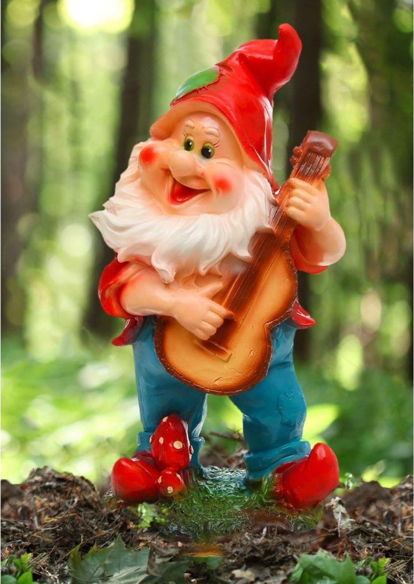 Фигура садовая Гном с гитарой в синих штанах, 23 х 20 х 48 см302941Забавная фигура оживит сад или огород. Яркий декор придаст окружающему пространству задорности. Садовая фигура Гном будет охранять урожай и приносить удачу.