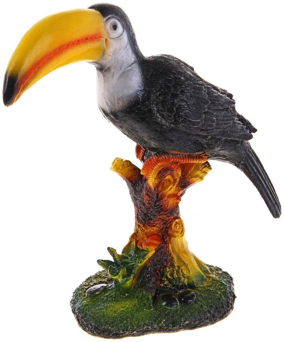 Фигура садовая Тукан, 15 х 36 х 42 см435667Яркая птица придаст саду экзотический вид. Необычный декор выгодно подчеркнёт детали: например, привлечёт внимание к клумбе, водоёму или дереву — просто расположите садовую фигуру рядом с нужным объектом. Фигуры из гипса отличаются лёгкостью, экологичность и долгим сроком службы. При должном уходе они будут выглядеть как новые не один сезон. Сделайте садовый участок оригинальным.
