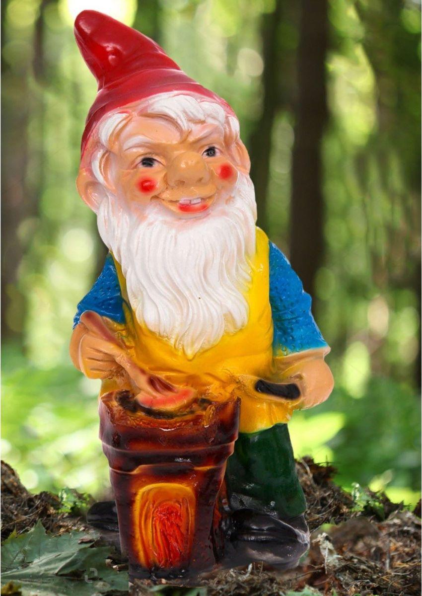 Фигура садовая Гном-повар в зеленых штанах, 16 х 20 х 40 см493108Забавная фигура оживит сад или огород. Яркий декор придаст окружающему пространству задорности. Фигура садовая Гном-повар в зеленых штанах будет охранять урожай и приносить удачу. Удивите гостей и порадуйте близких — поселите у себя на дачном участке весёлого жильца.
