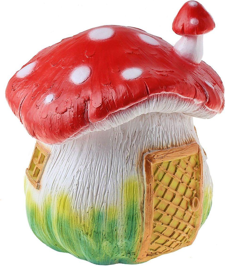 Фигура садовая Гриб мухомор-домик с трубой, 21 х 22 х 26 см588559Очаровательные фигурки грибов украсят сад. Расположите грибочек под деревом или в траве и приятно удивите прогуливающихся в саду гостей. Симпатичная фигурка станет прекрасным подарком заядлому садоводу. Такой декор будет гармонично смотреться в огородах и на участках с обилием зелени. Дополните пространство сада интересной деталью.