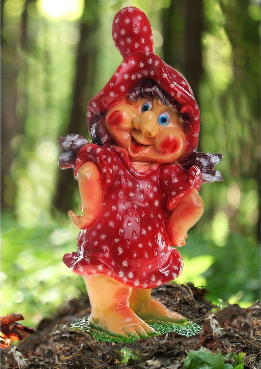Фигура садовая Гномиха-клубничка с красной шляпкой, 22 х 28 х 54 см780