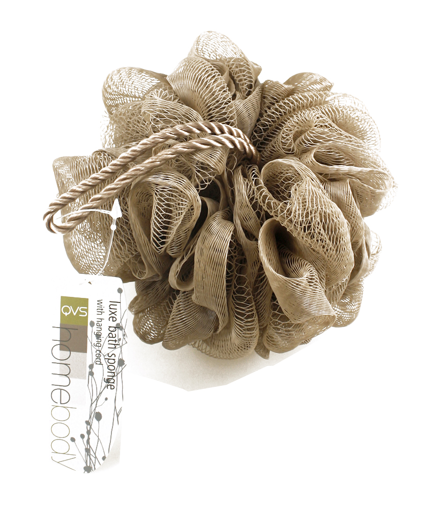 QVS Мочалка мягкая с шнуром, цвет: бежевый. 10-202610-2026Мочалка для тела со шнуромВзбейте на мочалке пену и проведите ею по всему телу для прекрасного отшелушивающего эффекта. Специальный сетчатый материал идеален для нежной очистки кожи, а благодаря удобному шнуру, мочалку удобно хранить в ванной комнате. Цвет: серый.