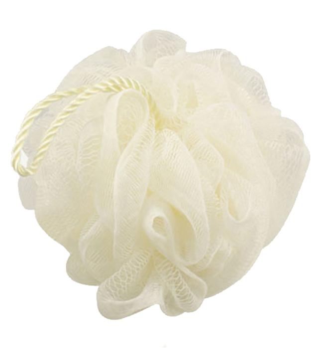 QVS Мочалка мягкая с шнуром, цвет: белый10-2025Мочалка для тела со шнуромВзбейте на мочалке пену и проведите ею по всему телу для прекрасного отшелушивающего эффекта. Специальный сетчатый материал идеален для нежной очистки кожи, а благодаря удобному шнуру, мочалку удобно хранить в ванной комнате. Цвет: сливочный.