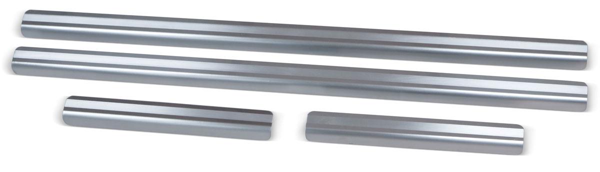 Накладки на пороги Rival, для Ford Kuga 2012-, 4 штNP.1806.3Накладки на пороги Rival создают индивидуальный интерьер автомобиля и защищают лакокрасочное покрытие от механических повреждений.- Использование высококачественной итальянской нержавеющей стали AISI 304 (толщина 0,5 мм).- Надежная фиксация на автомобиле с помощью фирменного скотча 3М на акриловой основе: влагостойкий и морозостойкий.- Устойчивое к истиранию изображение на накладках нанесено методом абразивной полировки.- Идеально повторяют геометрию порогов автомобиля.- Легкая и быстрая установка.