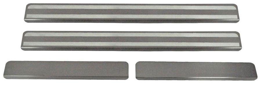 Накладки на пороги Автоброня, для Chevrolet Niva 2015-, 4 штNPCHNIV011Накладки на пороги Автоброня создают индивидуальный интерьер автомобиля и защищают лакокрасочное покрытие от механических повреждений.Особенности:- Использование высококачественной итальянской нержавеющей стали AISI 304 (толщина 0,5 мм).- Надежная фиксация на автомобиле с помощью скотча 3М серии VHB.- Устойчивое к истиранию изображение на накладках нанесено методом абразивной полировки.- Идеально повторяют геометрию порогов автомобиля.- Легкая и быстрая установка.В комплект входят 4 накладки (2 передние и 2 задние).