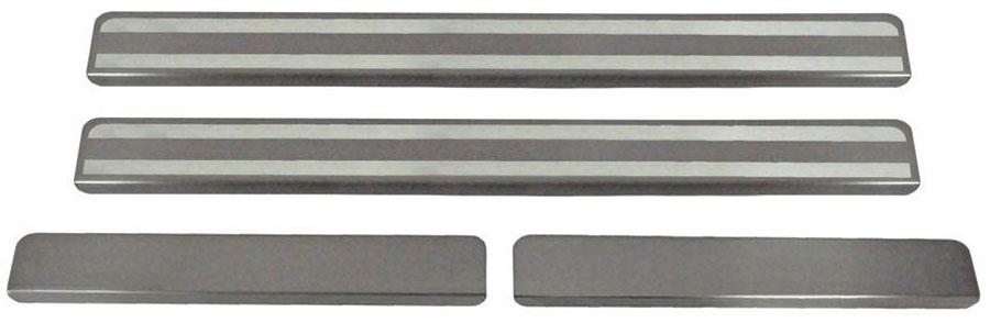 Накладки на пороги Автоброня, для Mazda CX-5 2011-, 4 шт. NPMACX5013NPMACX5013Накладки на пороги Автоброня создают индивидуальный интерьер автомобиля и защищают лакокрасочное покрытие от механических повреждений.Особенности:- Использование высококачественной итальянской нержавеющей стали AISI 304 (толщина 0,5 мм).- Надежная фиксация на автомобиле с помощью скотча 3М серии VHB.- Устойчивое к истиранию изображение на накладках нанесено методом абразивной полировки.- Идеально повторяют геометрию порогов автомобиля.- Легкая и быстрая установка.В комплект входят 4 накладки (2 передние и 2 задние).