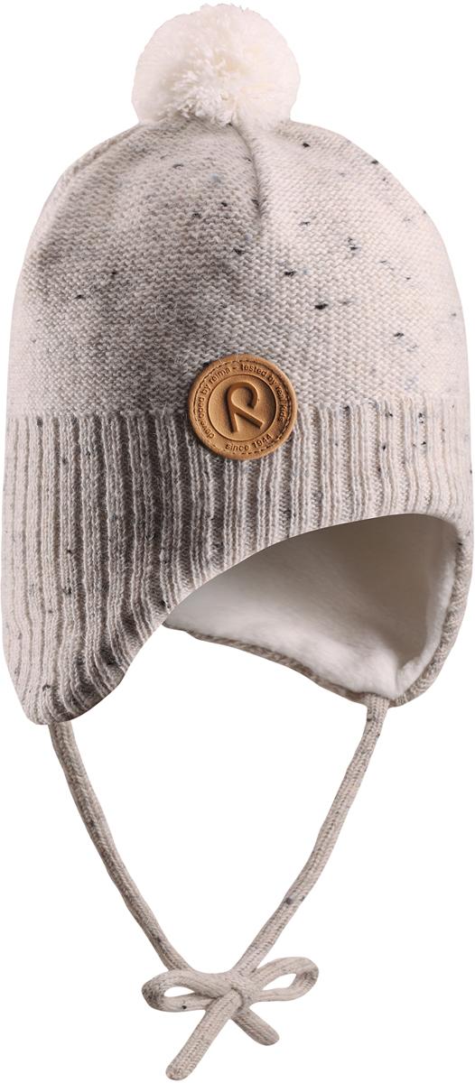 Шапка-бини детская Reima Yllas, цвет: белый. 5184300100. Размер 465184300100Шерстяная шапка для малышей Reima с чудесным рисунком надежно согреет в холодный зимний день. Эта шапка для малышей из мериносовой шерсти подарит уют в морозную погоду: мягкая флисовая подкладка обеспечит ребенку тепло и комфорт. За счет эластичной вязки шапка отлично сидит, а ветронепроницаемые вставки в области ушей защищают ушки от холодного ветра. Благодаря завязкам, эта стильная шапка не съезжает и хорошо защищает голову. Маленький помпон на макушке довершает образ.