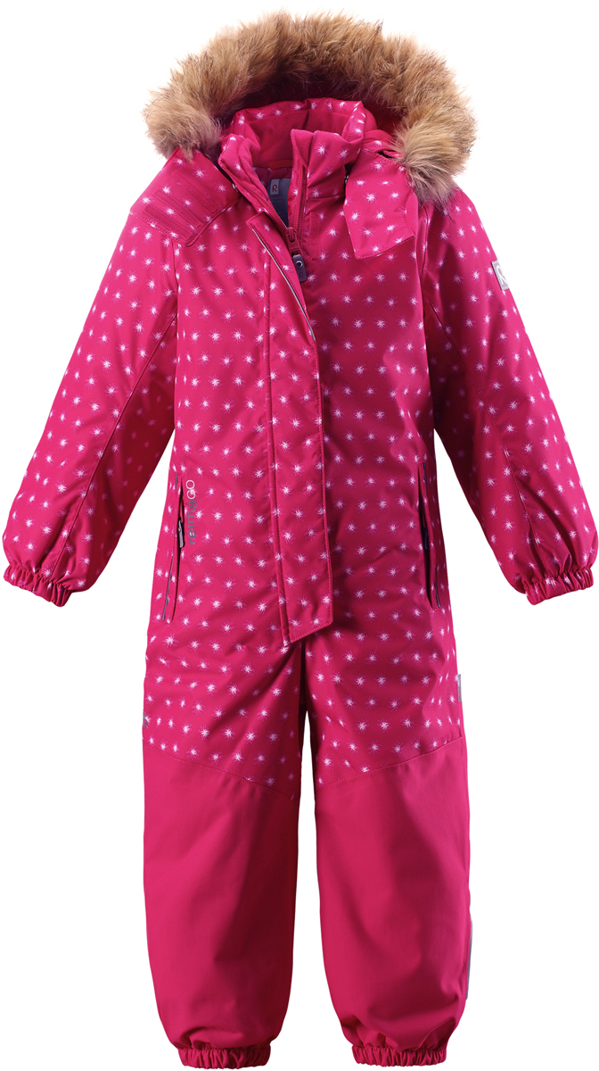 Комбинезон детский Reima Reimatec Oulu, цвет: розовый. 5202083563. Размер 1165202083563Абсолютно непромокаемый и прочный детский зимний комбинезон Reimatec с полностью проклеенными швами. Суперпрочные усиления на задней части, коленях и концах брючин. Этот практичный комбинезон изготовлен из ветронепроницаемого и дышащего материала, поэтому вашему ребенку будет тепло и сухо, к тому же он не вспотеет. Комбинезон снабжен гладкой подкладкой из полиэстера. В этом комбинезоне талия при необходимости легко регулируется, что позволяет подогнать комбинезон точно по фигуре. А еще он снабжен эластичными манжетами на рукавах и концах брючин, которые регулируются застежкой на кнопках. Внутри комбинезона имеются удобные подтяжки, благодаря которым дети могут снять верхнюю часть, например, во время похода в магазин. Подтяжки поддерживают верхнюю часть на бедрах, обеспечивая комфорт при входе в помещение и не позволяя комбинезону тащится по полу. Съемный капюшон защищает от пронизывающего ветра, а еще он безопасен во время игр на свежем воздухе. Снабжен мягкой съемной оторочкой из искусственного меха. Кнопки легко отстегиваются, если капюшон случайно за что-нибудь зацепится. Съемные силиконовые штрипки не дают концам брючин выбиваться из обуви, бегай сколько хочешь! Два кармана на молнии и специальный карман для сенсора ReimaGO. Материал имеет грязеотталкивающую поверхность, и при этом его можно сушить в сушильной машине. Светоотражающие детали довершают образ.Средняя степень утепления.