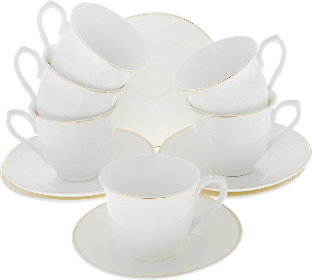 Сервиз кофейный Loraine, 12 предметов. 2643826438Кофейный сервиз Loraine на 6 персон выполнен из высококачественного костяного фарфора - материала, безопасного для здоровья и надолго сохраняющего тепло напитка. В наборе 6 кофейных чашек и 6 блюдец. Несмотря на свою внешнюю хрупкость, каждый из предметов набора обладает высокой прочностью и надежностью. Элегантный классический дизайн с тонкой золотой каймой делает этот кофейный набор прекрасным украшением любого стола. Блюдца и внешние стенки чашек дополнены изысканным рельефом. Набор аккуратно упакован в подарочную коробку, поэтому его можно преподнести в качестве оригинального и практичного подарка для своих родных и самых близких.Объем чашки: 80 мл. Диаметр чашки (по верхнему краю): 6 см. Высота чашки: 5,5 см. Диаметр блюдца: 11 см.