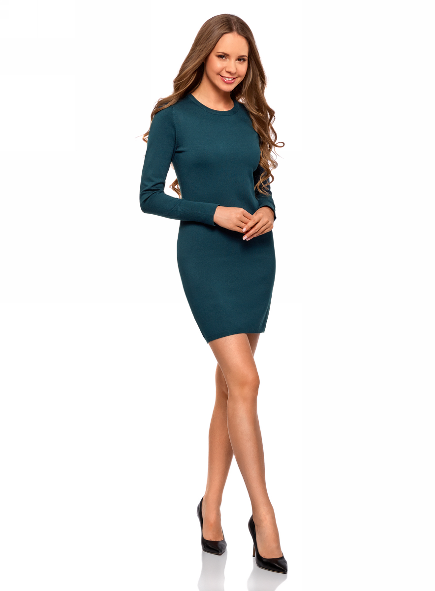 Платье oodji Collection, цвет: темно-зеленый. 73912217-2B/33506/7400N. Размер XL (50)73912217-2B/33506/7400NВязаное базовое платье от oodji выполнено из вискозной пряжи с добавлением полиамида. Модель длины мини с длинными рукавами и круглым вырезом горловины.