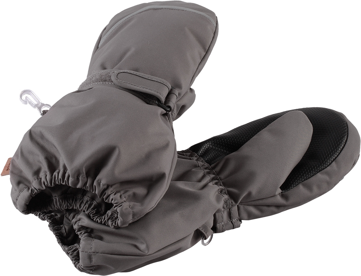Варежки детские Reima Tomino, цвет: серый. 5272929390. Размер 55272929390Очень теплые зимние варежки для малышей и детей постарше специально созданы для прогулок в морозный день. Легкий утеплитель и теплая полушерстяная ворсовая подкладка гарантируют тепло и комфорт на весь день. Усиления и специальное ребристое покрытие на ладони и большом пальце гарантируют крепкий захват и хорошее сцепление со скользкой поверхностью. Зимние варежки изготовлены из ветронепроницаемого, дышащего материала с верхним водо- и грязеотталкивающим слоем. Эти теплые варежки отлично подойдут для морозных и сухих зимних дней – они могут промокать, хоть и сшиты из водоотталкивающего материала.Высокая степень утепления.