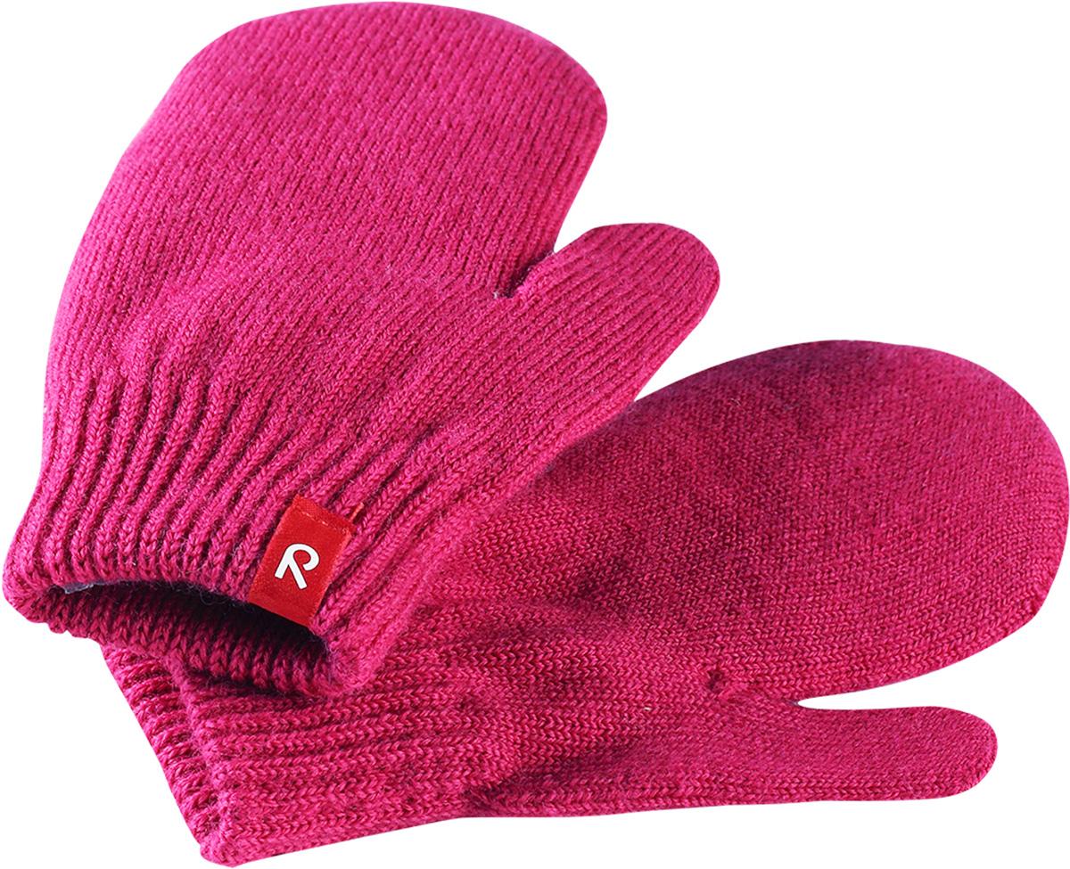 Варежки для девочки Reima Stig, цвет: розовый. 5272734620. Размер 35272734620Варежки для девочки Reima Stig выполнены из упругой шерстяной смесовой пряжи, которая дарит тепло и ощущение комфорта ранней осенью. Манжеты связаны резинкой и оформлены текстильным ярлычком с названием бренда. Варежки идеально подходят для носки под водонепроницаемыми рукавицами.