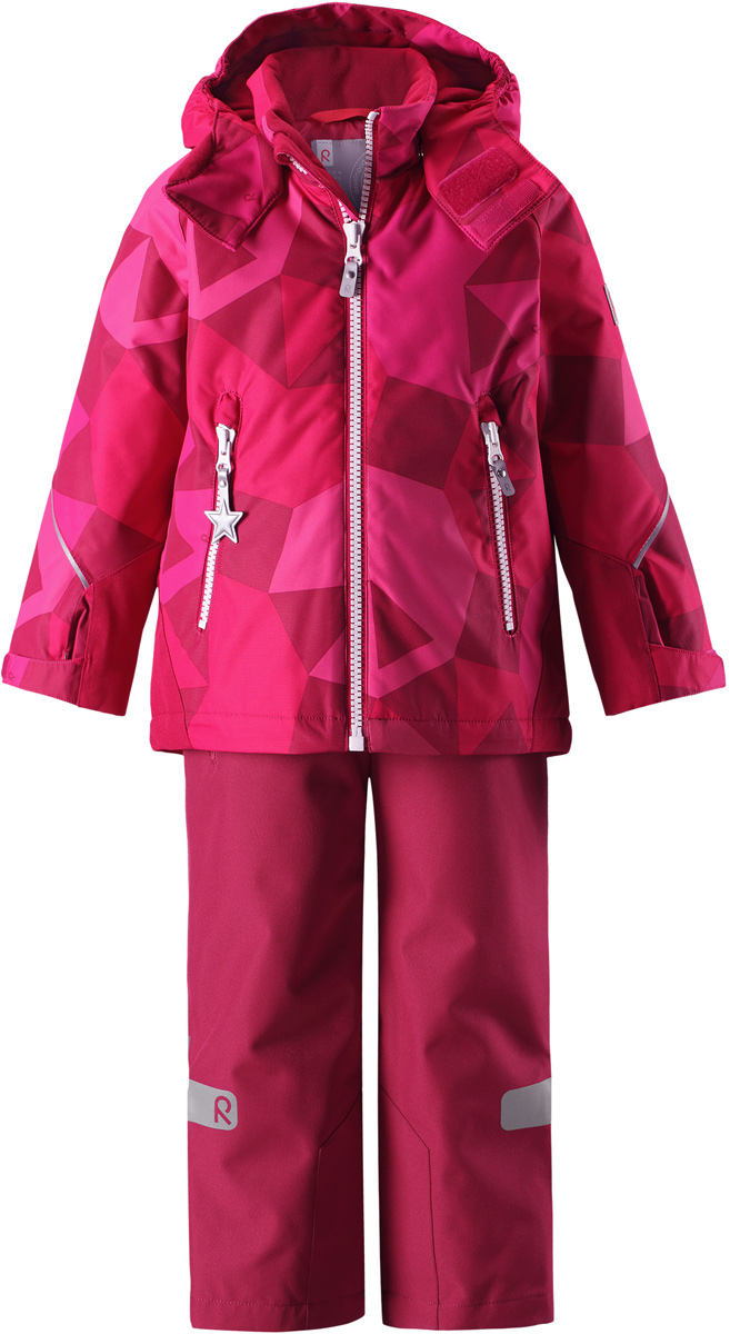 Комплект верхней одежды детский Reima Reimatec Kiddo Grane: куртка, брюки, цвет: розовый. 5231133566. Размер 1105231133566Сверхпрочный детский зимний комплект Reimatec Kiddo Grane состоит из куртки и брюк. Функциональная куртка изготовлена из износостойкого, дышащего, водо- и ветронепроницаемого материала с водо- и грязеотталкивающей поверхностью. Все швы проклеены, водонепроницаемы. Рукава и спинка снабжены прочными усилениями, которые защищают участки, больше всего подверженные износу во время подвижных игр и катания на санках. У этой модели прямой покрой с регулируемой талией и подолом, так что силуэт можно сделать более облегающим. Концы рукавов тоже регулируются застежкой на липучке, как раз под ширину перчаток. Съемный капюшон защищает от холодного ветра, а еще обеспечивает дополнительную безопасность во время игр на улице – поскольку он легко отстегнется, если случайно за что-нибудь зацепится. По краю капюшона предусмотрен ветроотражатель, который обеспечивает шее дополнительную защиту. В брюках имеется ширинка на молнии, регулируемые и съемные эластичными подтяжками, а также защита от снега на концах брючин. Комплект снабжен гладкой подкладкой из полиэстера и светоотражателями. В куртке предусмотрены два кармана на молнии. Полная функциональность: от повседневного комфорта до экстремальных условий.Средняя степень утепления.