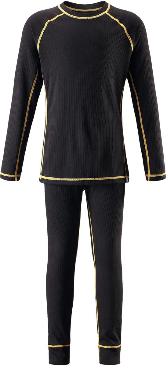 Комплект термобелья детский Reima Cepheus: лонгслив, брюки, цвет: черный. 5362179990. Размер 1605362179990Детский базовый комплект станет отличным выбором для любителей активного отдыха на свежем воздухе: материал эффективно выводит влагу в верхние слои одежды и быстро сохнет. Комплект очень приятный на ощупь, он просто создан для веселых прогулок – в нем ребенок не замерзнет и не вспотеет! Лонгслив с удлиненной спинкой обеспечивает дополнительную защиту для поясницы, а мягкие и плоские швы не натирают кожу. Эта модель подойдет и для мальчиков, и для девочек. Во время активных зимних прогулок функциональный базовый слой играет большую роль!