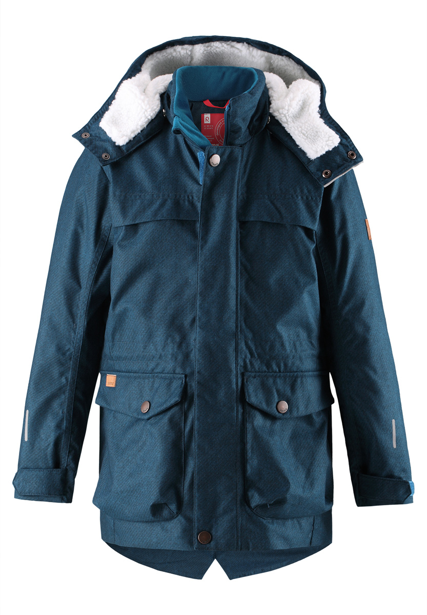 Куртка детская Reima Pentti, цвет: темно-синий. 5312937902. Размер 1585312937902Теплая, водо- и ветронепроницаемая зимняя куртка Reima для детей и подростков. Материал куртки не только водонепроницаемый, ветронепроницаемый и при этом дышащий, но также имеет водо- и грязеотталкивающую поверхность. Все основные швы проклеены, водонепроницаемы. Верхняя часть куртки и капюшон подбиты теплой стеганой подкладкой. Куртка снабжена съемным капюшоном, что обеспечивает дополнительную безопасность во время активных прогулок – капюшон легко отстегивается, если случайно за что-нибудь зацепится. Образ довершают практичные детали: завязки на талии, два больших кармана с клапанами, длинная молния высокого качества и светоотражающие элементы.Средняя степень утепления.