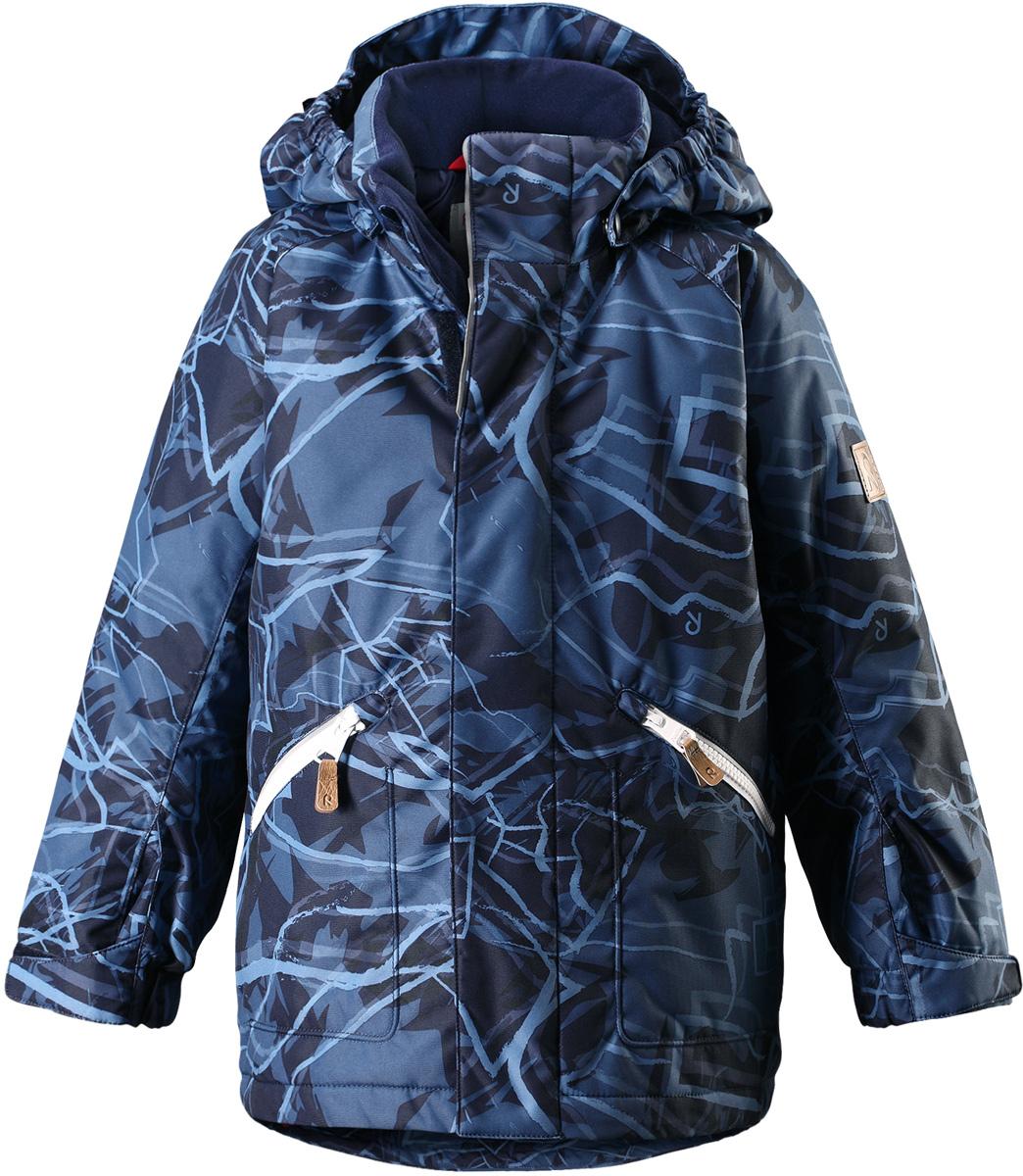 Куртка детская Reima Reimatec Nappaa, цвет: синий. 5215136988. Размер 1105215136988Детская зимняя куртка Reimatec изготовлена из износостойкого, водо- и ветронепроницаемого, дышащего материала с водо- и грязеотталкивающей поверхностью. Основные швы в куртке проклеены и водонепроницаемы, поэтому неожиданный снегопад или дождь не помешает веселым играм на свежем воздухе! Эта куртка с подкладкой из гладкого полиэстера легко надевается, и ее очень удобно носить. Благодаря регулируемой талии и подолу, эта куртка прямого кроя отлично сидит по фигуре. Капюшон снабжен кнопками. Это обеспечивает дополнительную безопасность во время активных прогулок – капюшон легко отстегивается, если случайно за что-нибудь зацепится. Регулируемые манжеты, два передних кармана на молнии и светоотражающие детали.Средняя степень утепления.