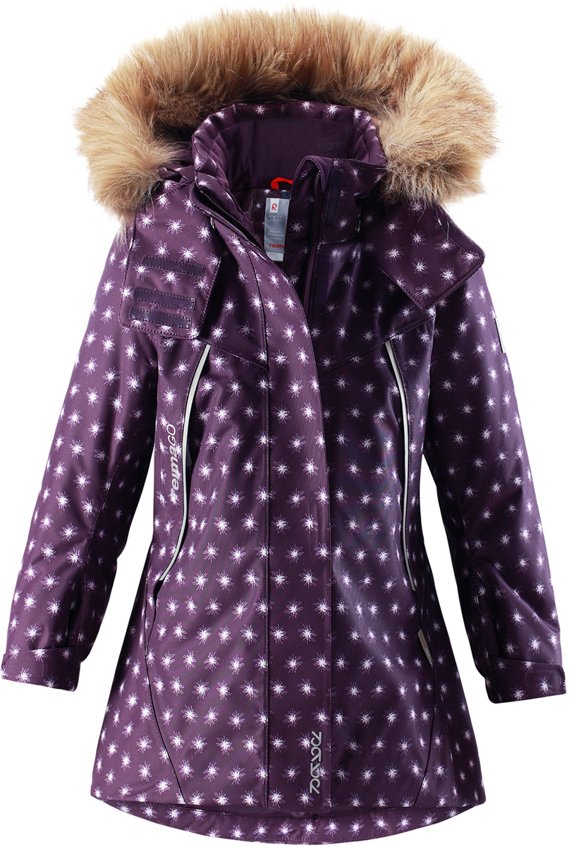 Куртка для девочки Reima Reimatec Muhvi, цвет: лиловый. 5215165931. Размер 985215165931Теплая, водо- и ветронепроницаемая детская зимняя куртка Reimatec. Материал отталкивает грязь и хорошо дышит, так что ваш ребенок не вспотеет. Все швы проклеены, водонепроницаемы. Эта объемная модель отлично сидит благодаря сборке сзади на талии, а также регулируемым манжетам и подолу. Эта куртка с подкладкой из гладкого полиэстера легко надевается. С помощью удобной системы кнопок Play Layers к куртке можно присоединять разнообразную одежду промежуточного слоя Reima. В куртке предусмотрен съемный капюшон, отороченный съемной отделкой из искусственного меха, и множество светоотражающих деталей. В карманах на молнии можно хранить все самое важное, например, смартфон можно положить в нагрудный карман или в два передних кармана на молнии. А для сенсора ReimaGO имеется специальный карман с кнопками.Средняя степень утепления.
