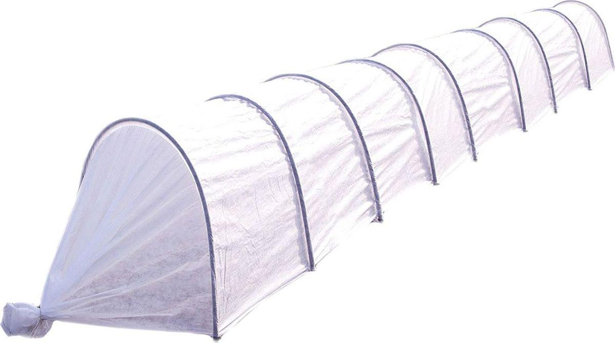 Парник Агроном, 8 м 19332591933259Основа парника — нетканый материал плотностью 45 г/м2. Он имитирует тропический микроклимат, выдерживает слой снега и не повреждает всходов. Его можно использовать на протяжении нескольких сезонов. С помощью такого «одеяла» вы укроете даже самые нежные ростки. Сельскохозяйственные культуры под ним созревают быстрее. Парник прост в использовании. В отличие от теплицы его можно переносить в любое место. Чтобы покрыть большую площадь посадки, вкопайте дуги на глубину не более 30 см. В комплект парника «Агроном» входит: Укрывной материал повышенной прочности с УФ-защитой, Дуги ПНД O 20мм длиной 2 м (9 шт), Ножки-колышки (длиной 25 см) из ПНД по две на дугу, Запасной колышек, клипсы-зажимы по 2 шт на каждую дугу, Инструкцию-этикетку со штрих-кодом. Высота парника в разобранном виде 0,8 м, ширина 1 м. Габариты парника в упаковке: 1,2 м*0,7 м*0,1 м. Преимущества: защищает растения от ветра, града, холода, прямых солнечных лучей поддерживает оптимальный микроклимат обеспечивает поступление воды к корням при низкой температуре (от 0 до +8 ?) пропускает свет, когда день идет на убыль не промокает и не ржавеет за счет каркаса из ПНД в парнике обычно на 5–12 ? теплее, чем на улице защищает сельскохозяйственные культуры от мелких вредителей, птиц удерживает влагу, снижает потребность в поливе по сравнению с выращиванием в открытом грунте сохраняет форму с помощью входящих в комплект дуг длиной 2 м покрывает большую площадь посадки благодаря своему размеру (длина — 8 м). В комплекте 18 клипс.