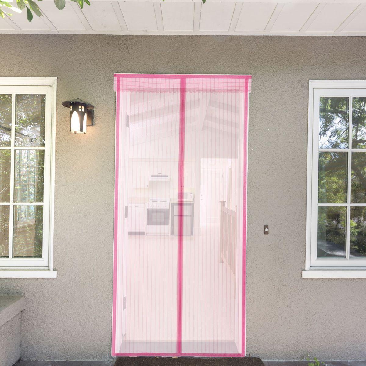 Сетка антимоскитная Полоска, на магнитной ленте, цвет: розовый, 80 х 210 см637926Занавес от насекомых на магнитной ленте универсален в использовании: подвесьте его при входе в садовый дом или балкон, чтобы предотвратить попадание комаров внутрь жилища. Наслаждайтесь свежим воздухом без компании надоедливых насекомых! Чтобы зафиксировать занавес в дверном проеме, достаточно закрепить занавеску по периметру двери с помощью кнопок, идущих в комплекте. Принцип действия занавеса предельно прост: каждый раз, когда вы будете проходить сквозь шторы, они автоматически «захлопнутся» за вами благодаря магнитам, расположенным по всей его длине.